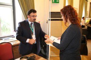 Uzm. Dr. Ömer Demir Perinatoloji uzmanlarını GebeTox'un hizmetleri konusunda bilgilendirirken...